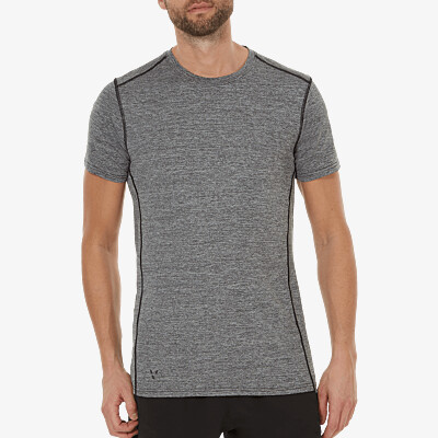 Girav Boston lightweight anthracite melange sportshirt for tall men. Equipped with HEIQ nanotechnologies Smart Temp and Fresh Tech, which keeps you cool and fresh. Regular fit, crew neck and reflective stripes.
